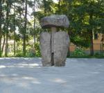 Totem, kő 3m  Árkos (Erdély)